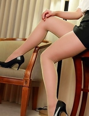 Kurumi Kisaragi shows sexy legs in short skirt on furniture
